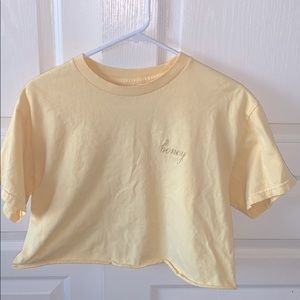 CUTE YELLOW SHRT FROM BRANDY MELVILLE!